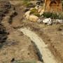 Изграждане на декоративен поток - изкопаване на коритото